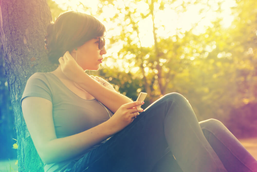 woman-sitting-outside