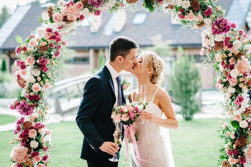 Money saving wedding ideas